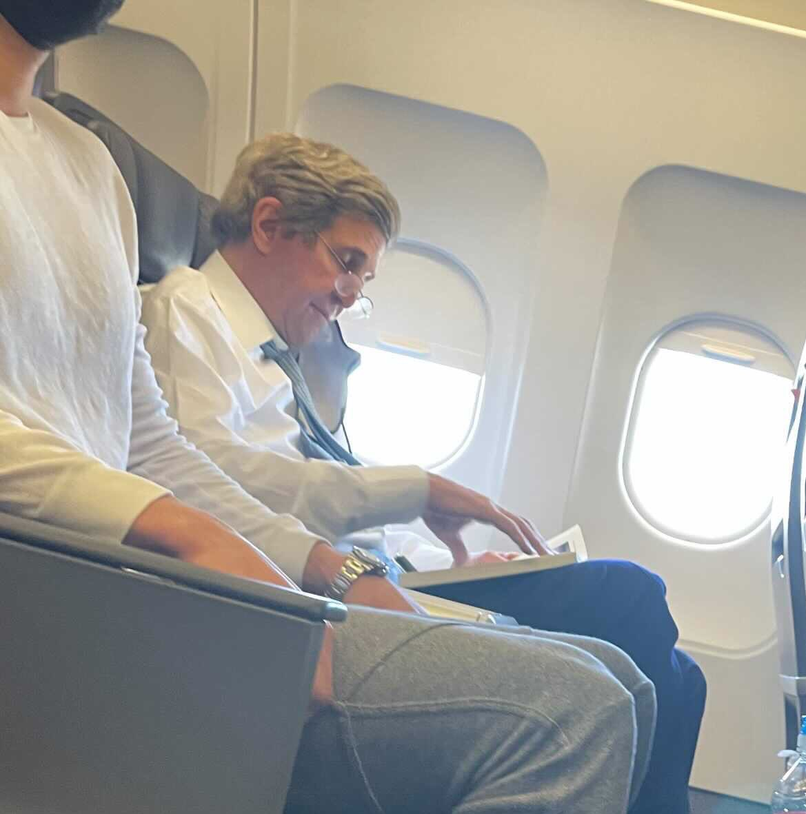 john kerry no mask american flight