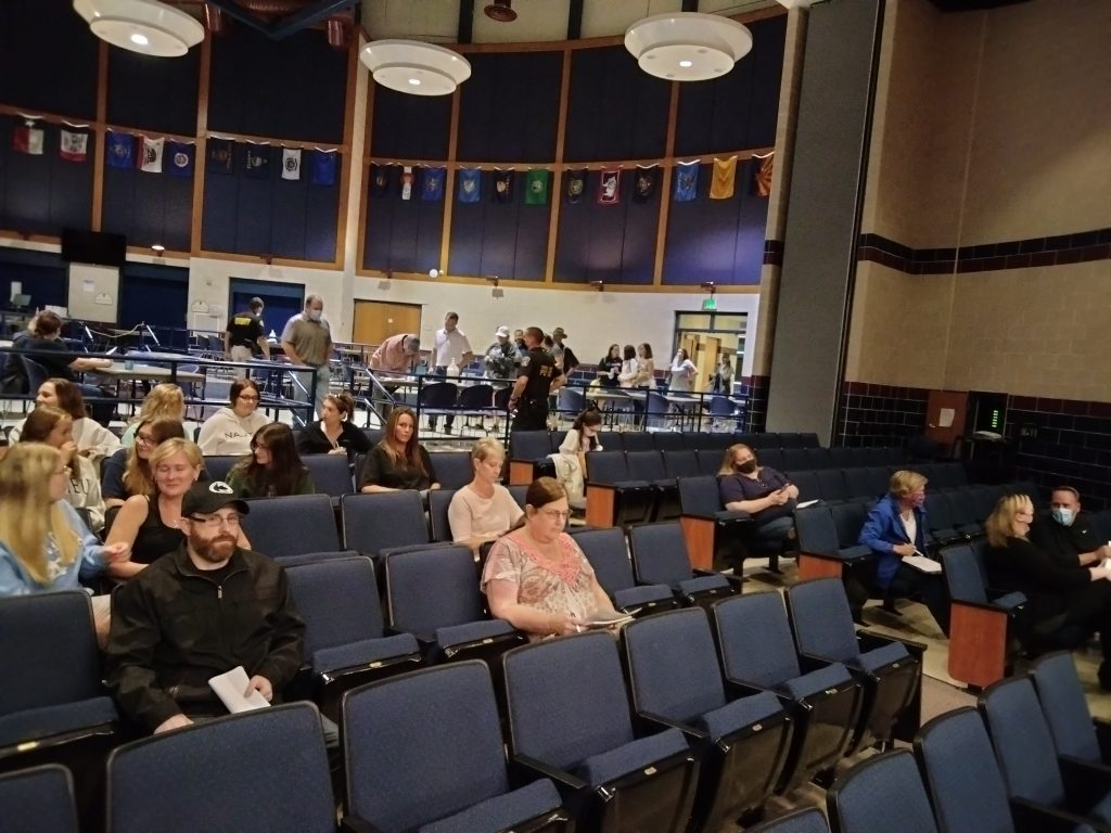 Blue Mountain Segregates Masked and Unmasked at School Board Meeting